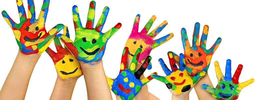 Mains enfants peinture couleurs for Peinture couleur